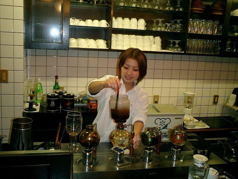 日本の喫茶店の店内の一例