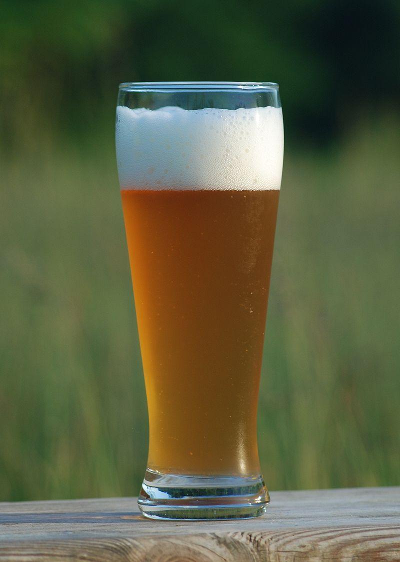 コップに注がれたビール